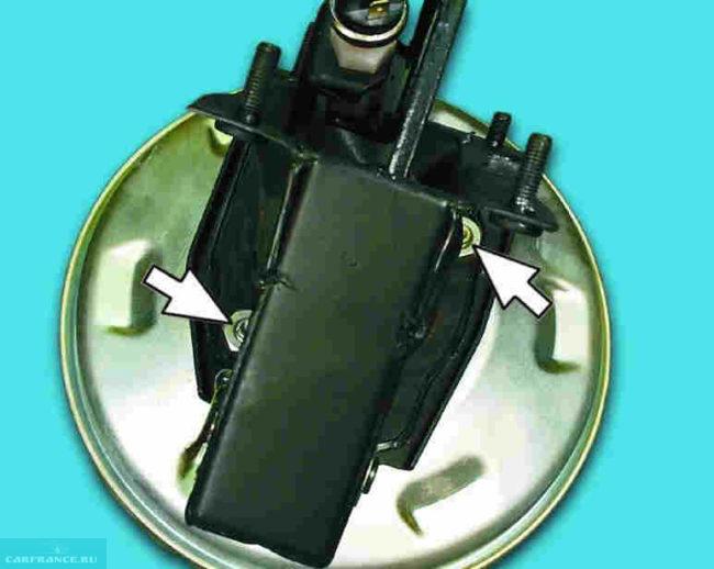 Демонтаж кронштейна усилителя ВАЗ-2110
