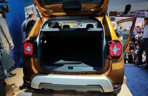 Багажное отделение нового поколения автомобиля Рено Дастер 2018 года