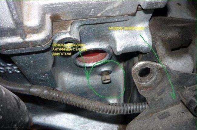 Пробка слива охлаждающей жидкости из блока цилиндров 8-клапанного двигателя ВАЗ-2110