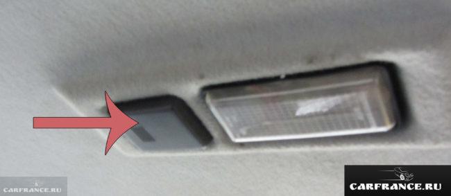 Датчик температуры воздуха в салоне ВАЗ-2110 на потолке крыши
