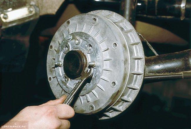 Демонтаж тормозного барабана заднего колеса ВАЗ-2110