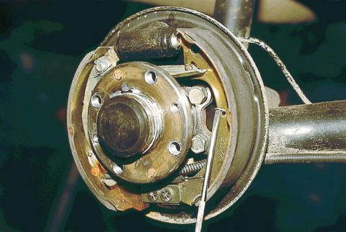 Демонтаж направляющей пружины колодки заднего колеса ВАЗ-2110