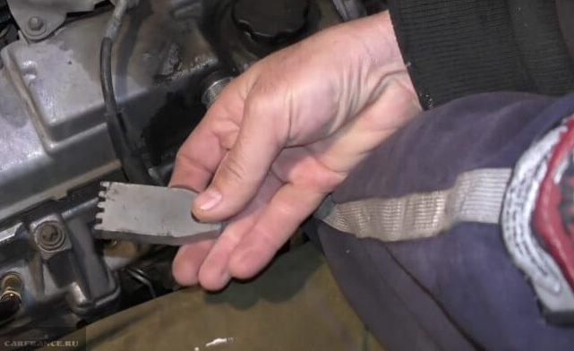 Зубчатое приспособление для фиксации маховика в двигателе ВАЗ-2110