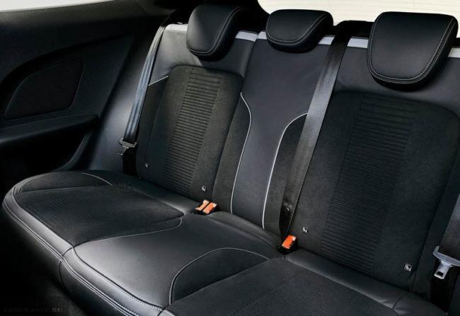 Задние сидения в салоне автомобиля Форд Фиеста 2018 модельного года
