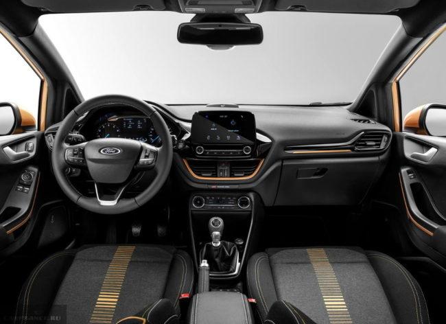 Передняя часть салона обновленного Форд Фиеста 2018 модельного года