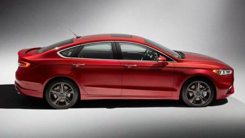 Вид сбоку спортивной версии Форд Фьюжн 2018 модельного года