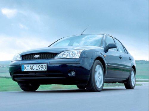 Вид спереди американского автомобиля Форд Мондео 2000 года выпуска