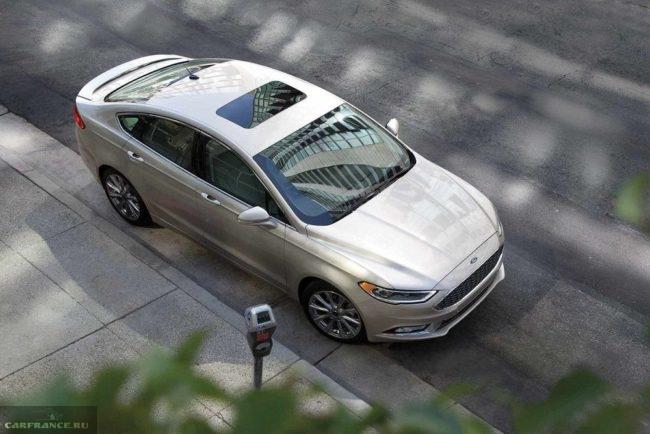 Вид сверху крыши седана Форд Мондео 2018 модельного года