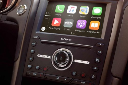 Кнопки управления мультимедийной системой и бортовым компьютером в Форд Мондео 2018 года
