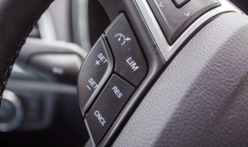 Дополнительные кнопки управления на рулевом колесе Форд Мондео 2018 года