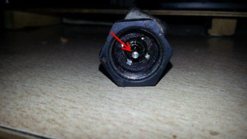 Датчик скорости автомобиля ВАЗ-2110, вид с торца на изношенный вал