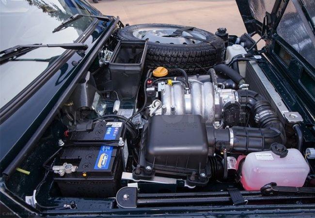 Моторный отсек внедорожника Лада 4х4 2018 модельного года