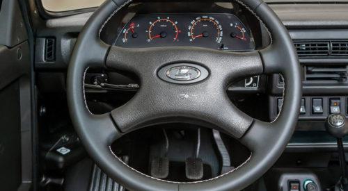 Фото рулевого колеса и приборной панели автомобиля Лада 4х4 2018 года производства