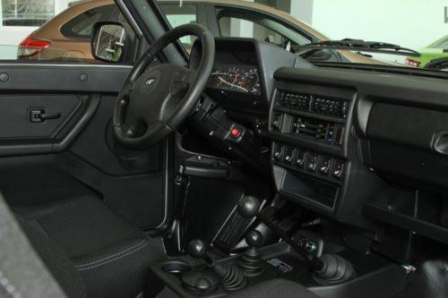 Руль и рычаги управления трансмиссией внедорожника Лада 4х4 2018 модельного года