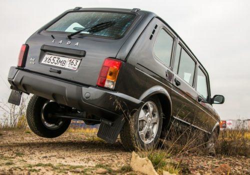 Российский автомобиль Лада 4х4 2018 модельного года на пересеченной местности