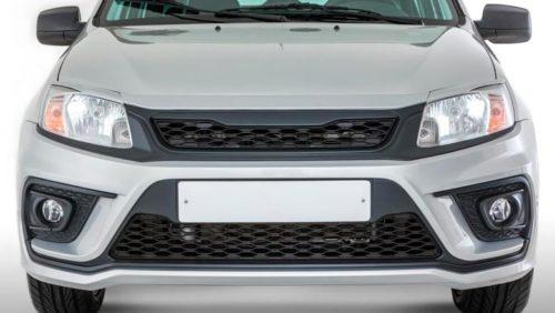Рестайлинговый передний бампер на автомобиле Лада Гранта 2018 года