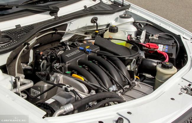 Моторный отсек Лада Ларгус с силовым агрегатом мощностью 102 лошадиные силы от фирмы Рено