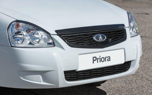 Передний бампер автомобиля Лада Приора 2018 модельного года