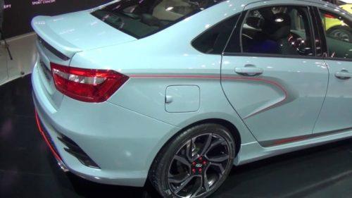 Заднее крыло с лючком бензобака и пассажирская дверь автомобиля Лада Веста 2018 года спортивной версии