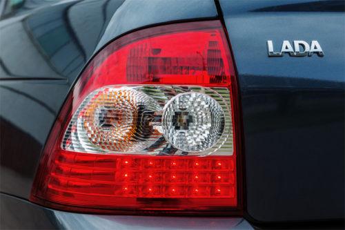 Задний фонарь автомобиля Лада Приора 2018 года выпуска