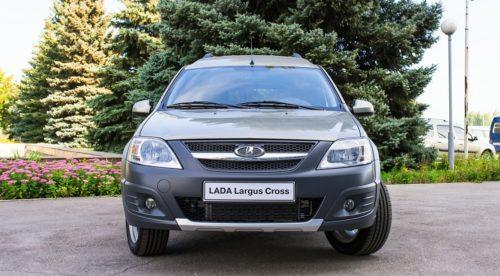 Вид спереди автомобиля Лада Ларгус 2018 года модификации Kross