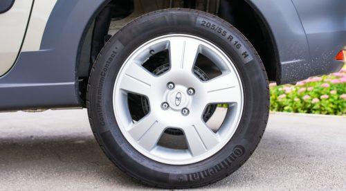 Заднее колесо с литым диском автомобиля Лада Ларгус 2018 года выпуска
