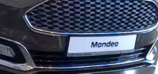 Форд Мондео в тёмном кузове 2018 года выпуска в автосалоне