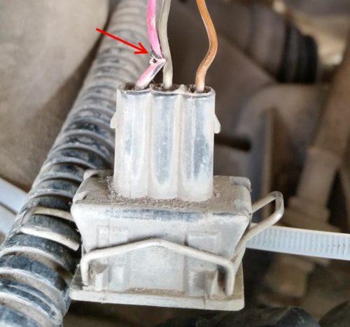 Разрешение провода клеммной колодки датчика скорости от инжекторного двигателя ВАЗ-2110
