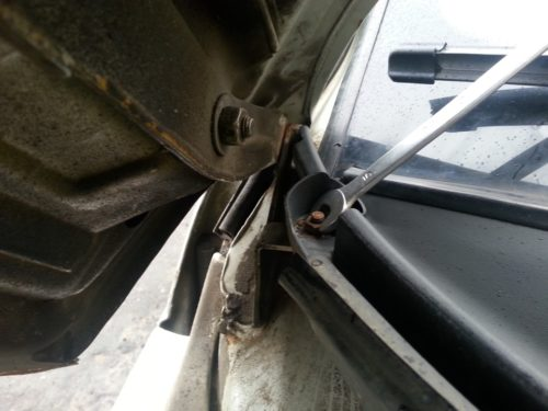 Гайка крепления декоративного кожуха к корпусу автомобиля ВАЗ-2110