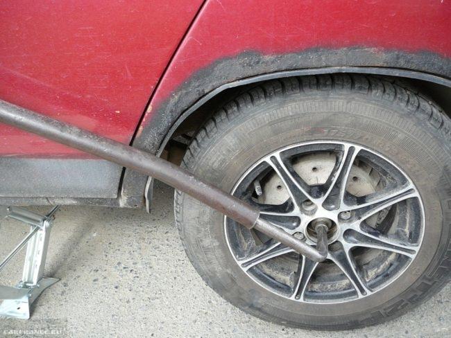 Приспособление для отворачивания гайки ступицы заднего колеса автомобиля ВАЗ-2110
