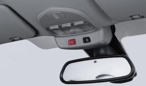 Зеркало заднего вида и система Глонасс в Пежо 408 2018 модельного года
