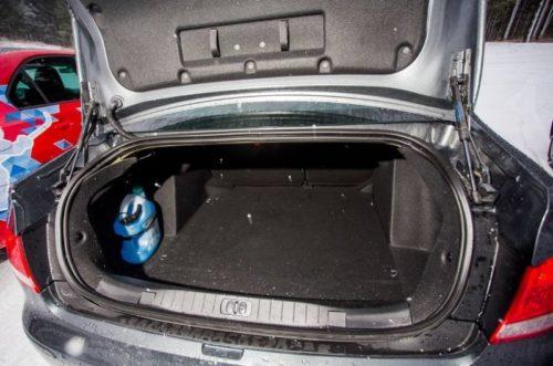 Багажное отделение седана Пежо 408 2018 модельного года