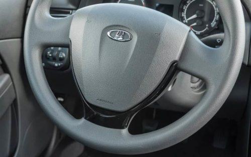 Подушка безопасности в рулевом колесе Лада Приора 2018 года