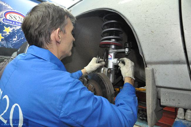 Замена стойки передней подвески в ВАЗ-2110 на станции технического обслуживания