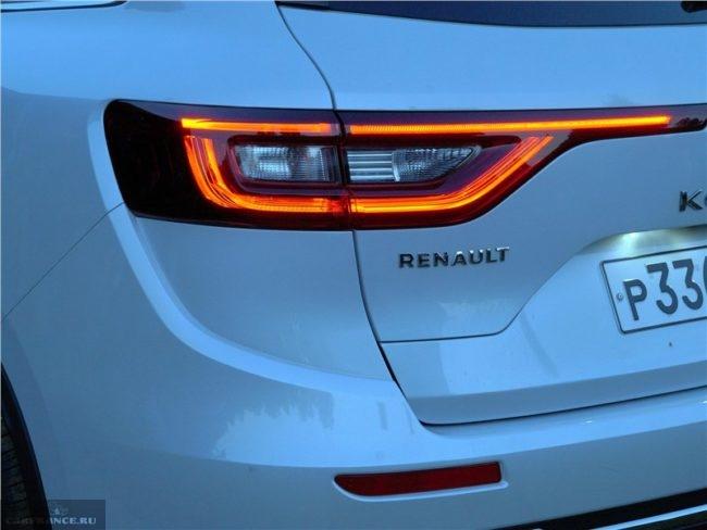 Задний светодиодный фонарь кроссовера Рено Колеос 2018 года производства