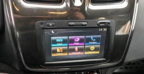 Кнопки управления аудиосистемой на сенсорном дисплее в Рено Логан 2018 года выпуска