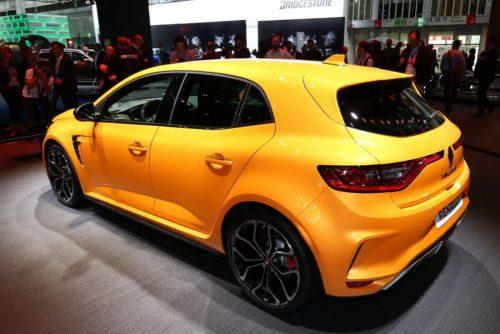 Дизайн задней части автомобиля Рено Меган 2018 модельного года