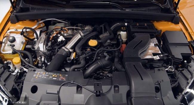 Моторный отсек обновленного Рено Меган 2018 модельного года