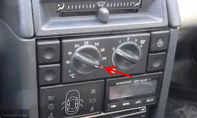 Блок управления отопителем и вентилятором салона на передней консоли в ВАЗ-2110