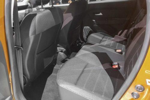Задние сидения в салоне нового автомобиля Рено Дастер 2018 модельного года