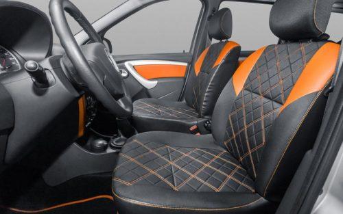 Передний ряд сидений автомобиля Лада Ларгус 2018 и оранжевые вставки под кожу