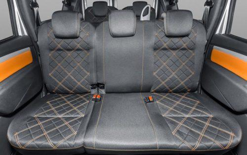 Задний ряд раскладных сидений в салоне автомобиля Лада Ларгус 2018