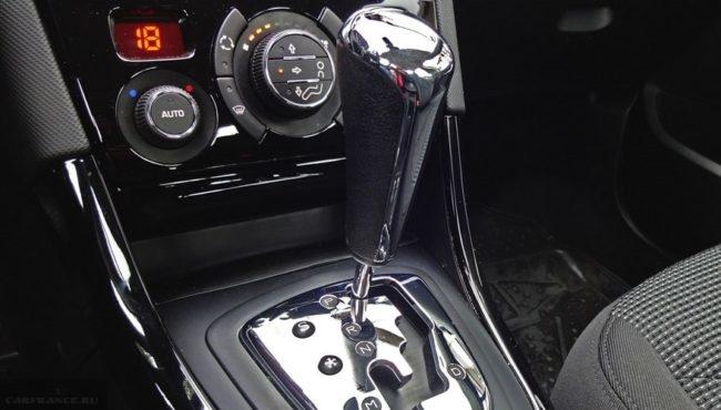 Селектор управления автоматической коробкой передач в Пежо 408 2018 года