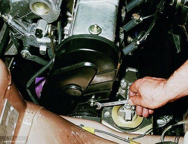 Кожух привода газораспределительного механизма на двигателе ВАЗ-2110