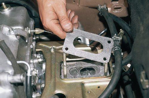 Прокладка между карбюратором и впускным коллектором в ВАЗ-2110