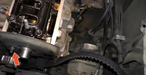 Болт крепления защитного кожуха ремня ГРМ в двигателе ВАЗ-2110