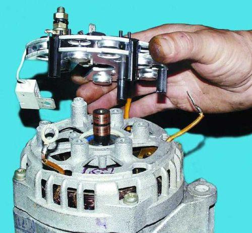 Демонтаж выпрямительного блока с генератора автомобиля ВАЗ-2110
