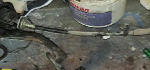 Старый и новый тросики сцепления на ВАЗ-2110 в сборе с педалью