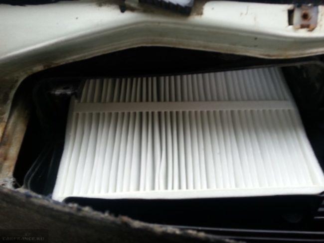Новый фильтр очистки воздуха в салоне автомобиля ВАЗ-2110