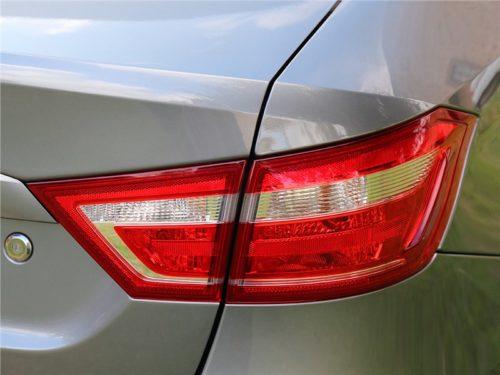 Фото заднего фонаря Лада Веста 2018 года в кузове седан